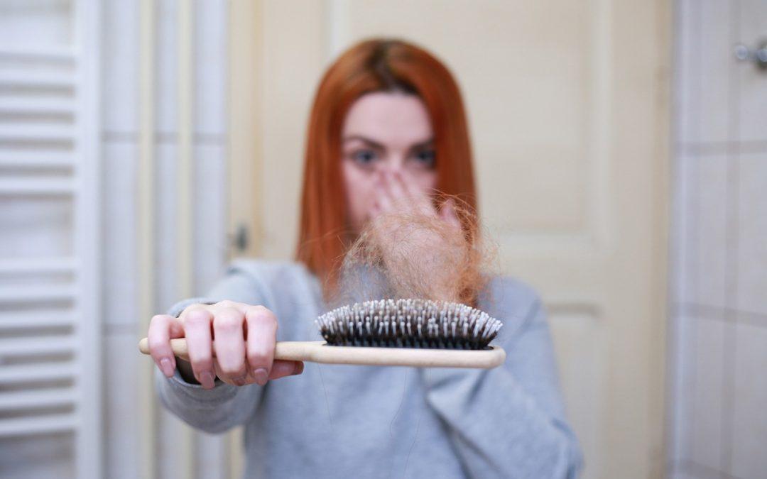Cara Mengatasi Rambut Rontok Secara Alami Pada Wanita